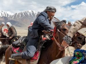 15-kyrgyz-horsemen-buzkashi-670